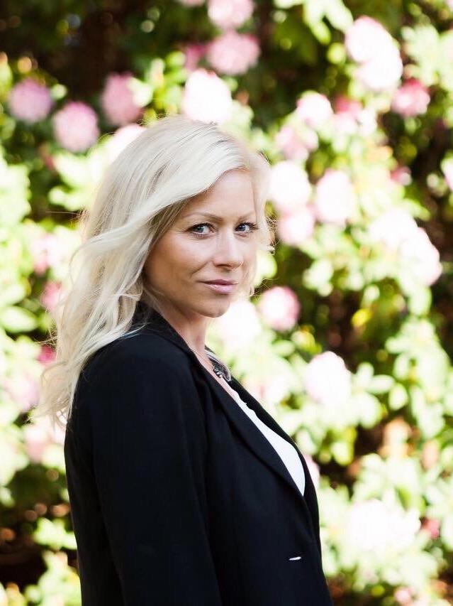 Victoria Real Estate Agent: Sandra Lomas, RE/MAX Camosun Oak